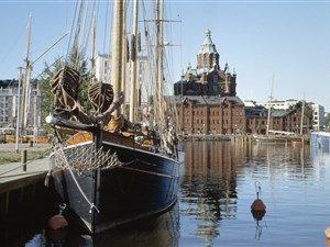Helsinki waterfront cafes and restaurants and cruises